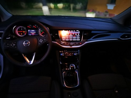 Interior nocturno Opel Astra 2017 1.6 CDTi 110cv Excellence