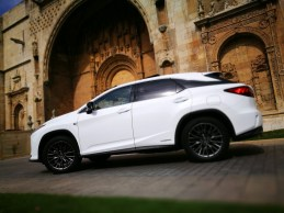 Lateral Lexus Rx450h