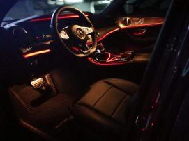 Mercedes Benz Clase E 220D interior nocturno