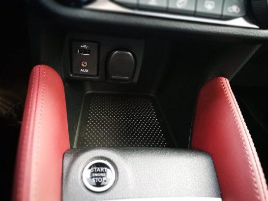 Nissan Micra IG-T 90 Tomas auxiliares