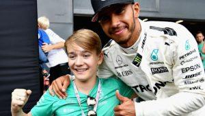 Billy Monger y Lewis Hamilton