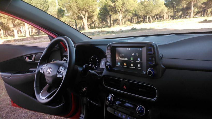 Puesto de conducción del Hyundai Kona
