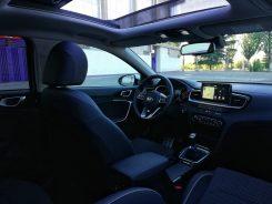Interior Kia Ceed Launch Edition con muy buena apariencia