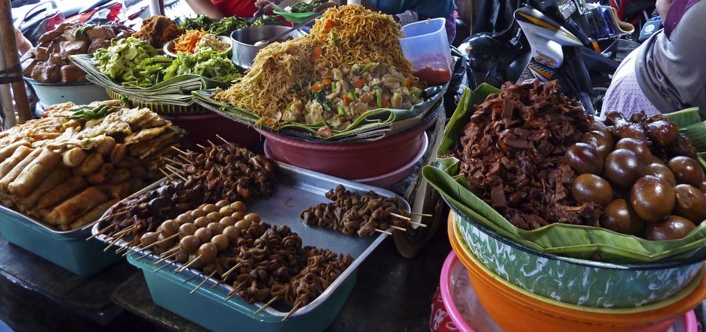 un tipico warung vende cibo di strada a Yogyakarta