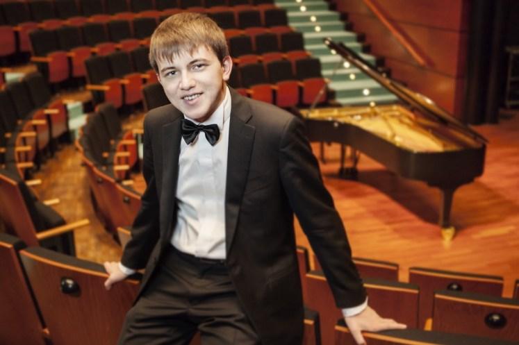 Il-giovane-pianista-Filippo-Gorini-in-concerto-al-Borgogna-575ed6ec5bb203