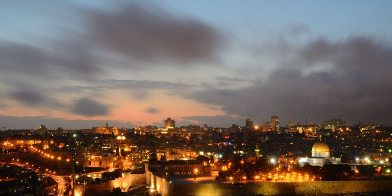https://i0.wp.com/www.caravan-serai.com/wp-content/uploads/2019/08/Jerusalem-at-night.jpg?resize=1280%2C640&ssl=1