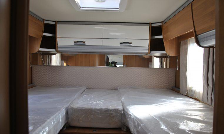 Camper Motorhome Laika Ecovip 709 motorhome con grande zona giorno e letti gemelli