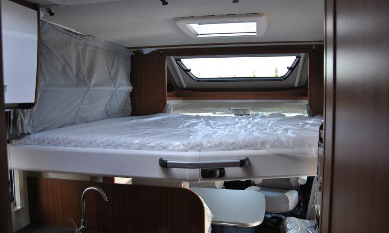 Camper Semintegrale Etrusco T 7400 QB semintegrale fine serie con letto centrale posteriore