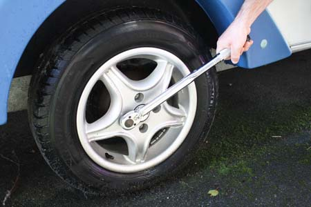 Wheel and tyre checks