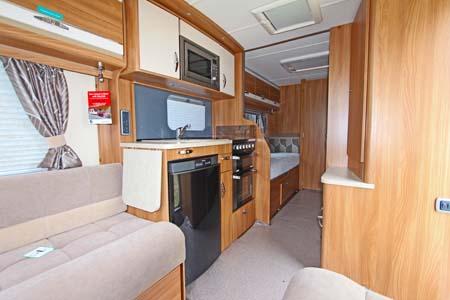 Swift Challenger SE 565 kitchenette