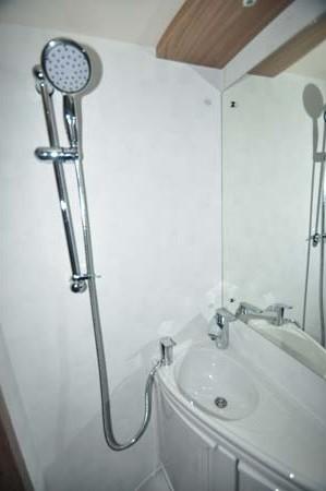 Swift Escape 696 shower