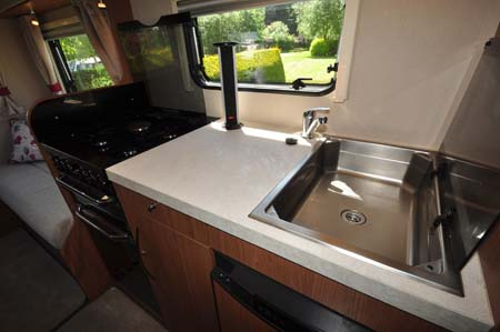 Auto-Trail Imala 720 kitchen