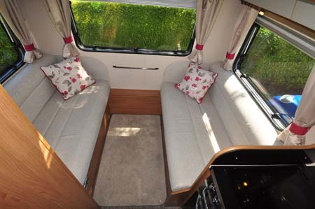 Auto-Trail Imala 720 lounge