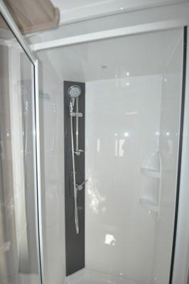 Coachman Pastiche 470 shower