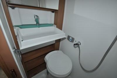 2019 AutoTrail V Line 634 SE bathroom
