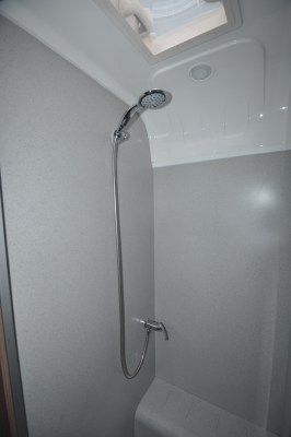 Bailey Phoenix 640 shower