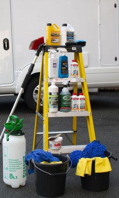 Motorhome roof cleaning equipment