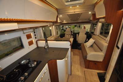 Rapido Distinction i1090 interior looking forward