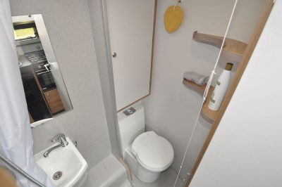 2020 Bailey Discovery D4-3 caravan washroom