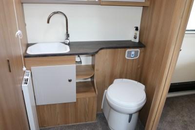 2020 Bailey Alicanto Grande Porto washroom