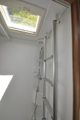 2020 Adria Matrix Axess 520 ST motorhome shower hanging rail
