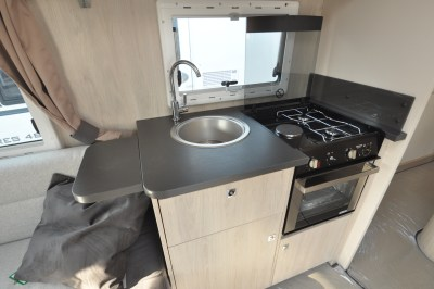 Caravelair Antares 480 kitchen