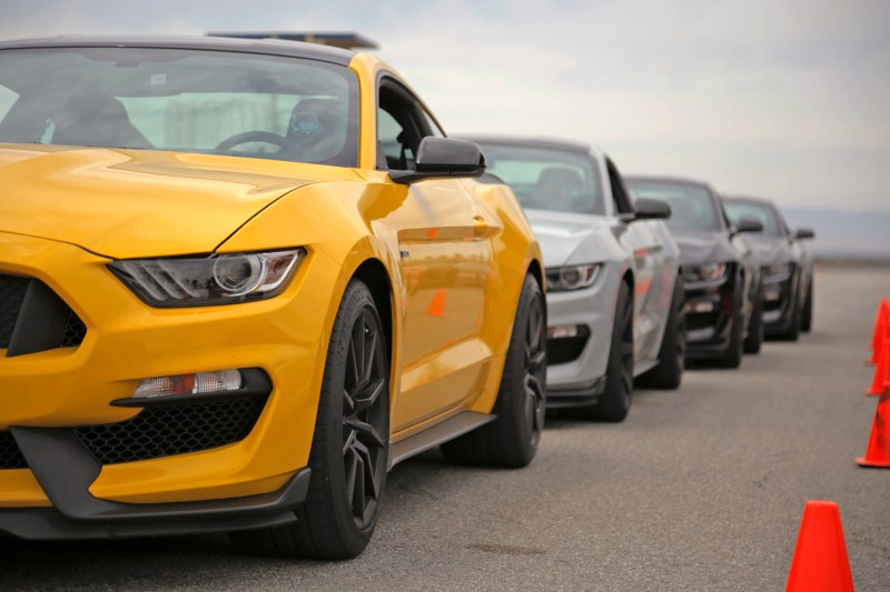 Ford Mustang Shelby GT350 Lead 2