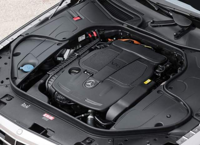 Mercedes-Benz S350 CDI Engine Bay