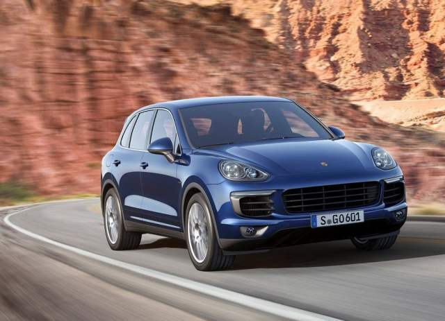 2015 Porsche Cayenne Front Right Quarter