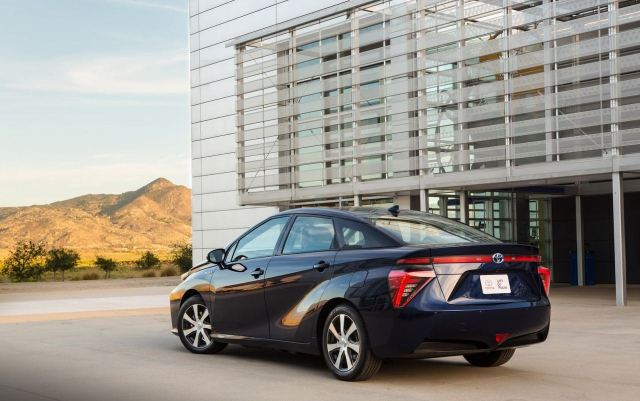 New-Toyota-Mirai-fuel-cell-car-7