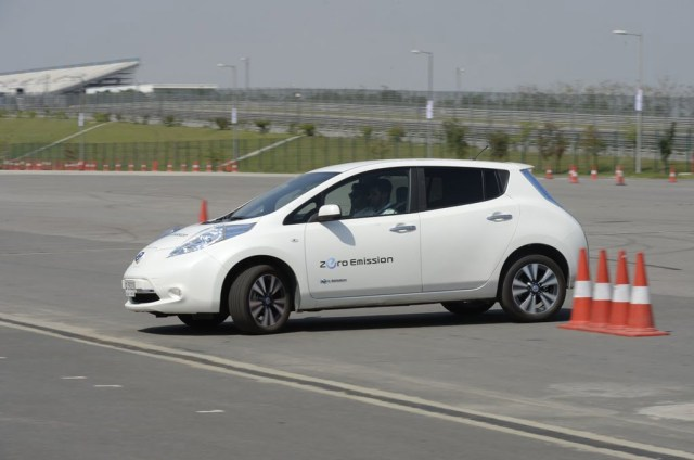 nissan cars at auto expo 2018 new nissan leaf