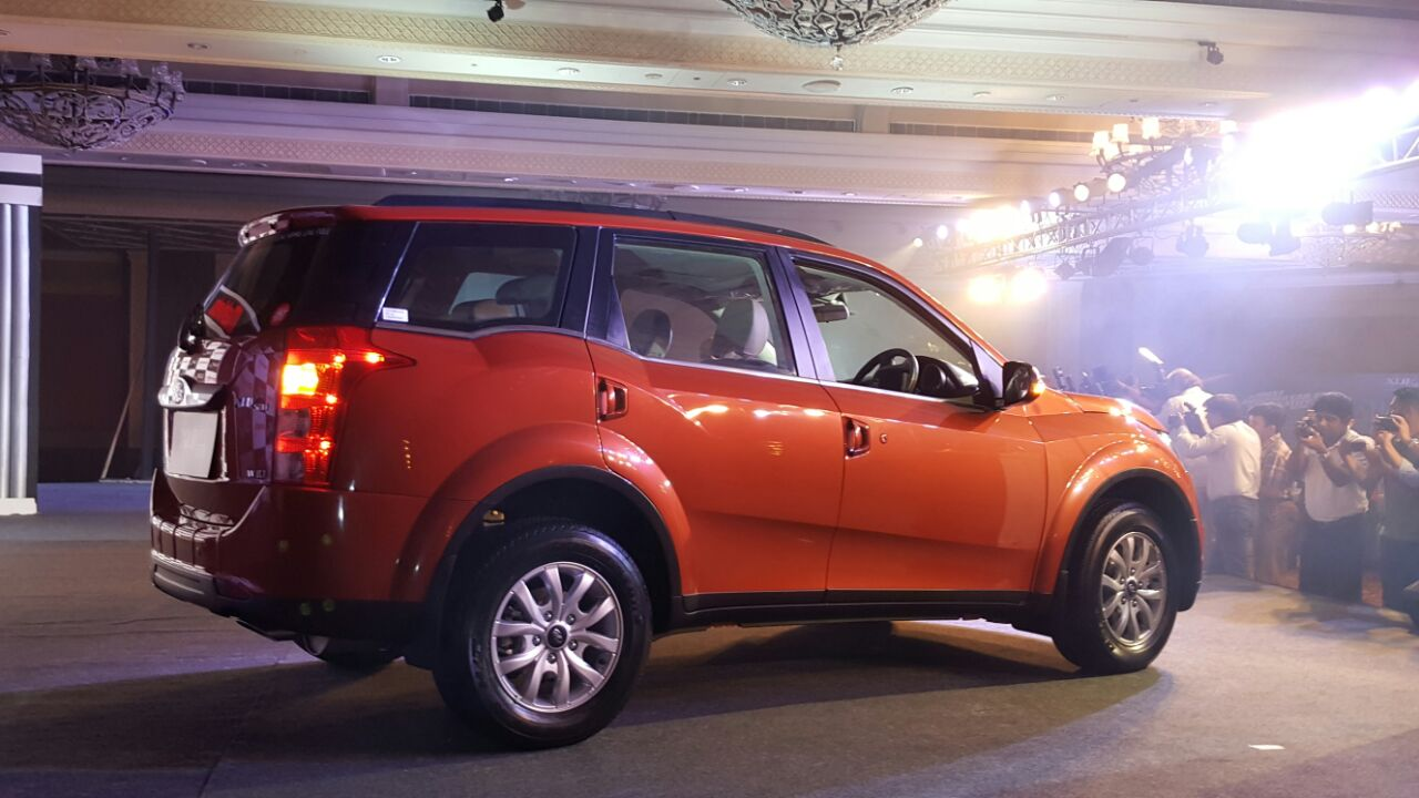 mahindra xuv facelift images launch details