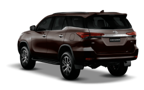 2016-toyota-fortuner-rear-angle