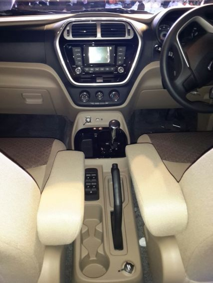 2015-mahindra-tuv300-launch-pics-interiors