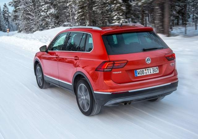 Volkswagen Tiguan India Launch, Price, Specifications, Mileage, Images volkswagen-tiguan-india-official-images-rear-angle-action