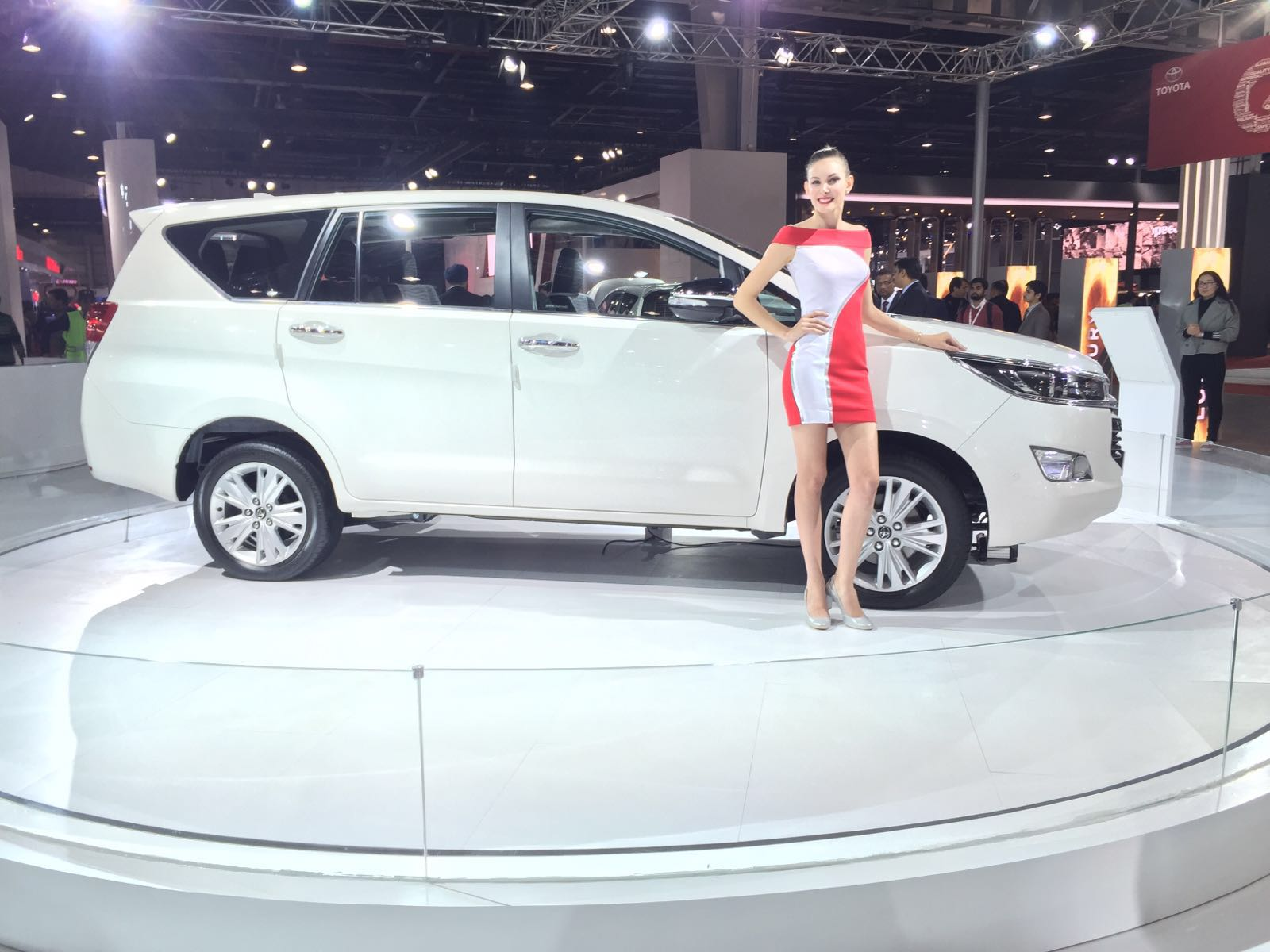 2016 Toyota Innova Crysta Launch, Price, Specifications ...