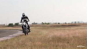 2016-royal-enfield-himalayan-official-images (9)