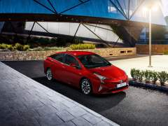 toyota cars at auto expo 2016 new prius india (2)