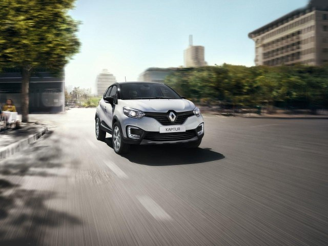 Renault Kaptur front-three-quarters-image-red