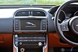 jaguar-xe-test-drive-review-centre-console