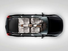 volvo-xc-90-t8-hybrid-official-image-top-view