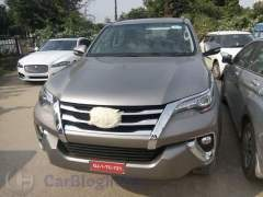 2016-toyota-fortuner-india-spy-shots-front-2