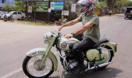 ms-dhoni-bike-collection-bsa-goldstar-vintage-bike