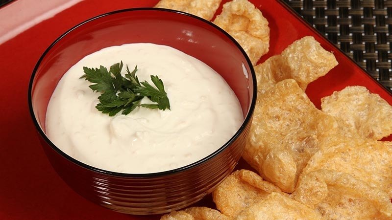 Fat Fast Pork Rinds with Sour Cream Dip Recipe