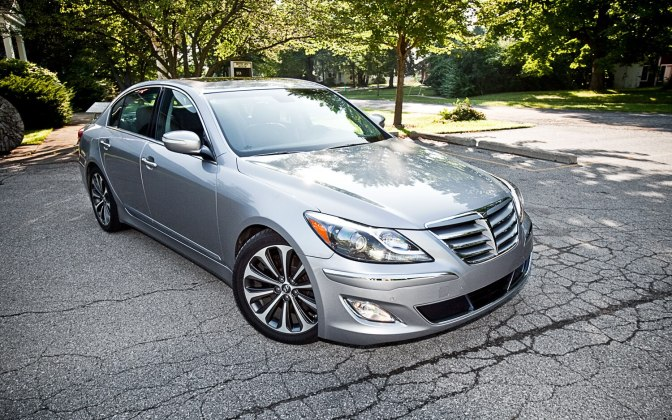 2012-hyundai-genesis-5-0-r-spec-front-right-view