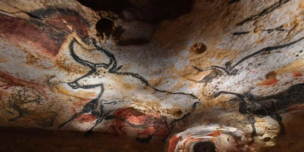 Cave paintings from Lascaux, France, c/o Bing Wallpapers