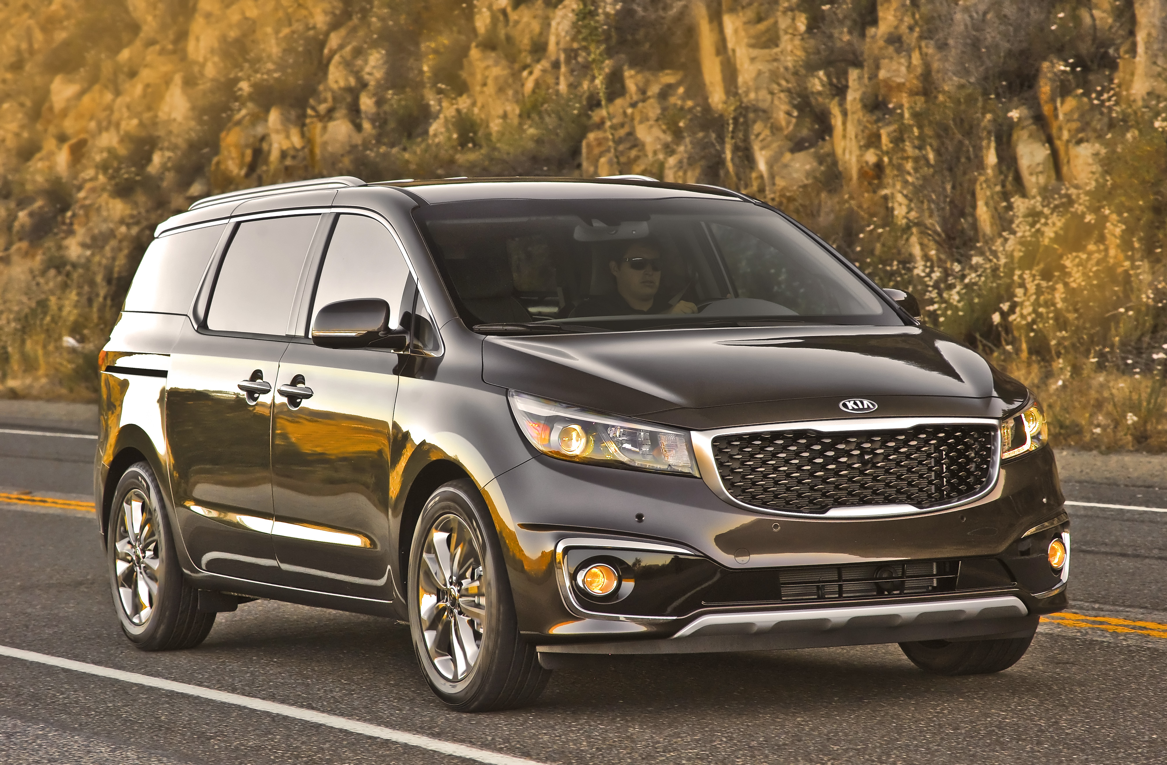 owned drive in kia inventory sedona ex passenger pre front premium cadenza used van wheel fredericksburg mini car