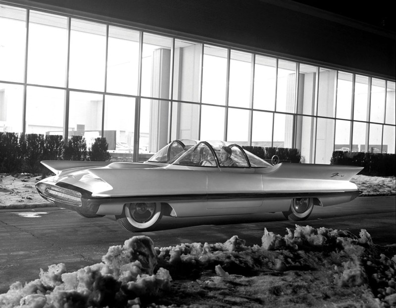 Ford gained a whole new sheen in 1955 when the company coated the Futura concept car with pearlescent paint. Ford was among the first to show off this new paint technique, which consisted of adding crushed pearls to paint.