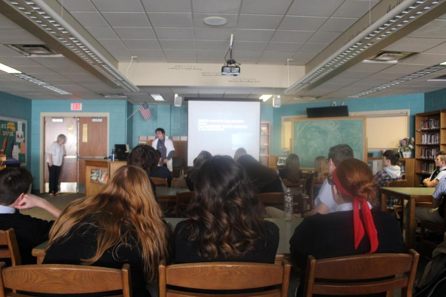DCC Middle and High School Students Learn about Pharmacy Drugs