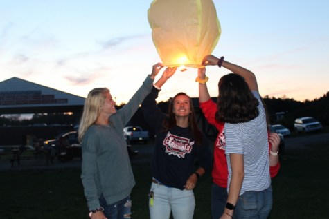 Lantern Release Starts the Year for the Class of 2020